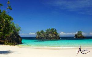indonesia-yacht-charter-dramai-beach