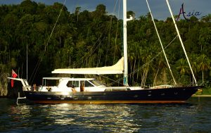 indonesia-yacht-charter-triton-anchorage