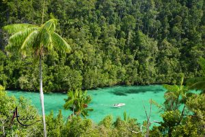yacht-charter-indonesia-triton-bay