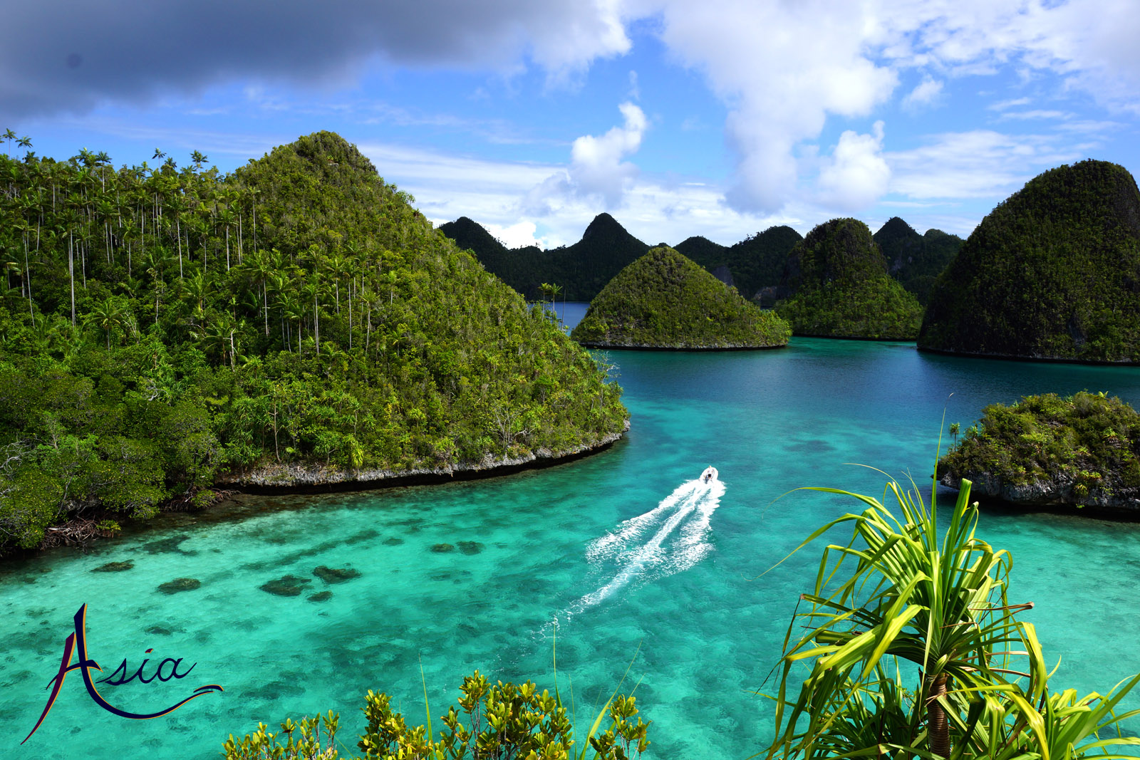 Luxury yacht charters in Indonesia